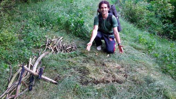Такое кострище практически не влияет на травяной покров и не оставляет следов на почве.