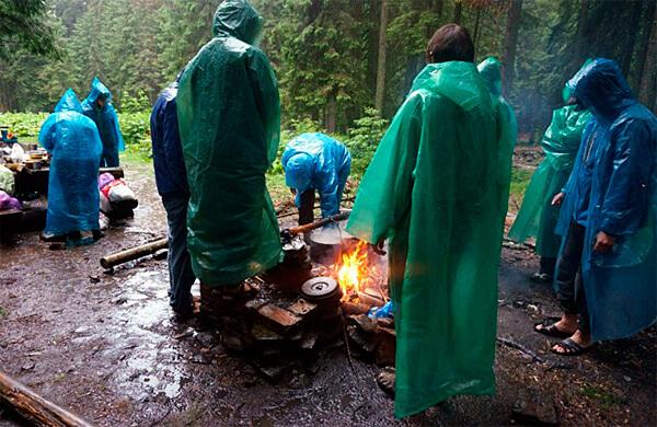 Костер под проливным дождём - если сами дрова хороши и костер правильно уложен, дождь ему не страшен.