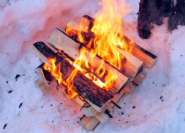 Типичный костер Решетка - прожорливый, жаркий, яркий.