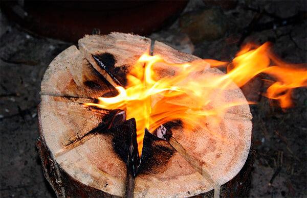 При таком способе пень можно выжечь до самого корня.