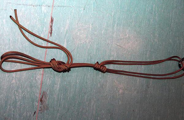 """Минусом такой петли является то, что толщина """"прусика"""" в ней практически идентична толщине """"основной веревки"""", поскольку роль и того, и другого выполняет одна и та же веревка."""