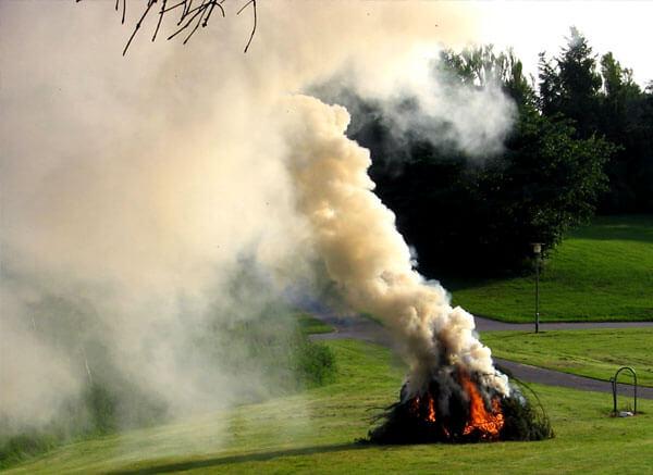 В этом дыме водяных паров больше, чем твердых частиц.