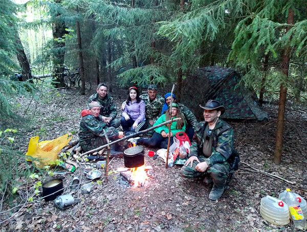 В таком месте лагерь надежно защищен от ветра, но и живописность его не очень велика.