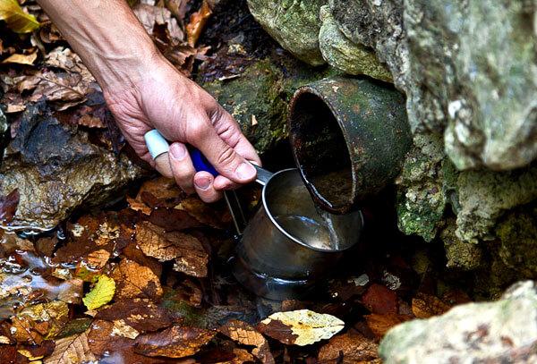 Важно следить за чистотой воды из источника и при необходимости обеззараживать её.