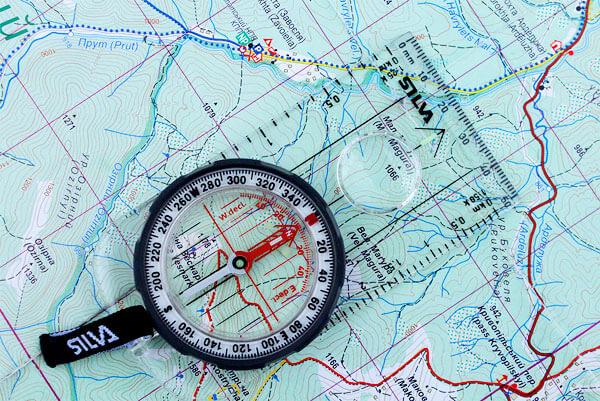 Наручный компас менее функционален и может применяться, когда не требуется высокая точность измерений.