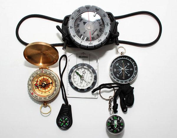 Принцип работы механического компаса отличается от такового в цифровом, радиокомпасе или в других конструкциях.