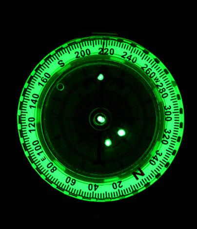 Подсветка в этих компасах реализована с помощью безвредного трития.
