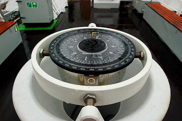 Тем не менее, точность её очень высока и позволяет экипажу судов точно ориентироваться в открытом море.