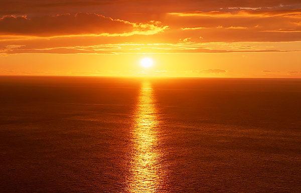 Аналогично производится ориентирование по сторонам света на рассвете.